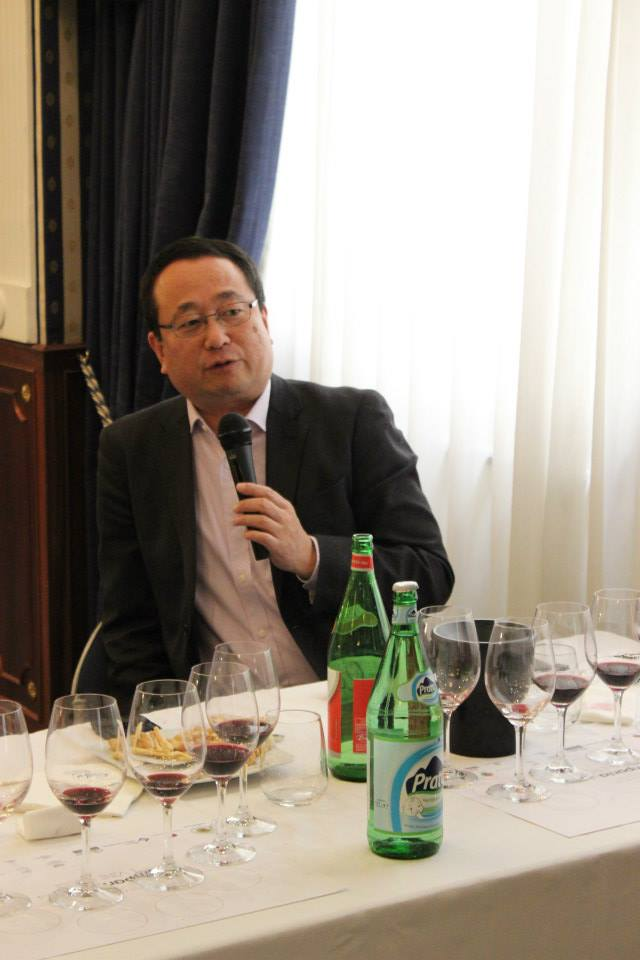 Il giornalista giapponese Isao Miyajima