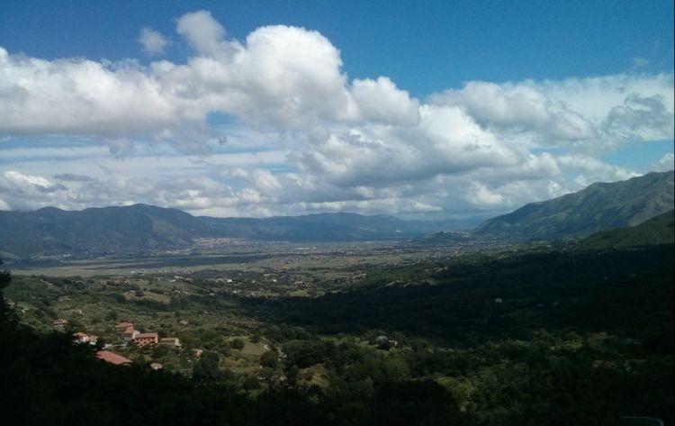 Veduta del Vallo di Diano da San Rufo (SA)