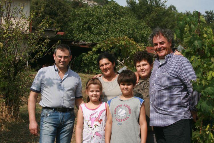 Tommaso Mastrojanni (primo a destra) e famiglia